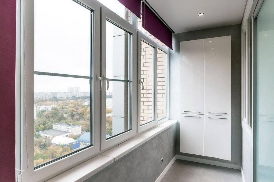 Подвесной шкаф на лоджии с тройными стеклопакетами