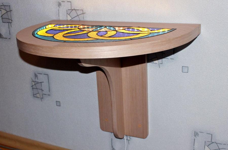 Откидной столик из массива дерева