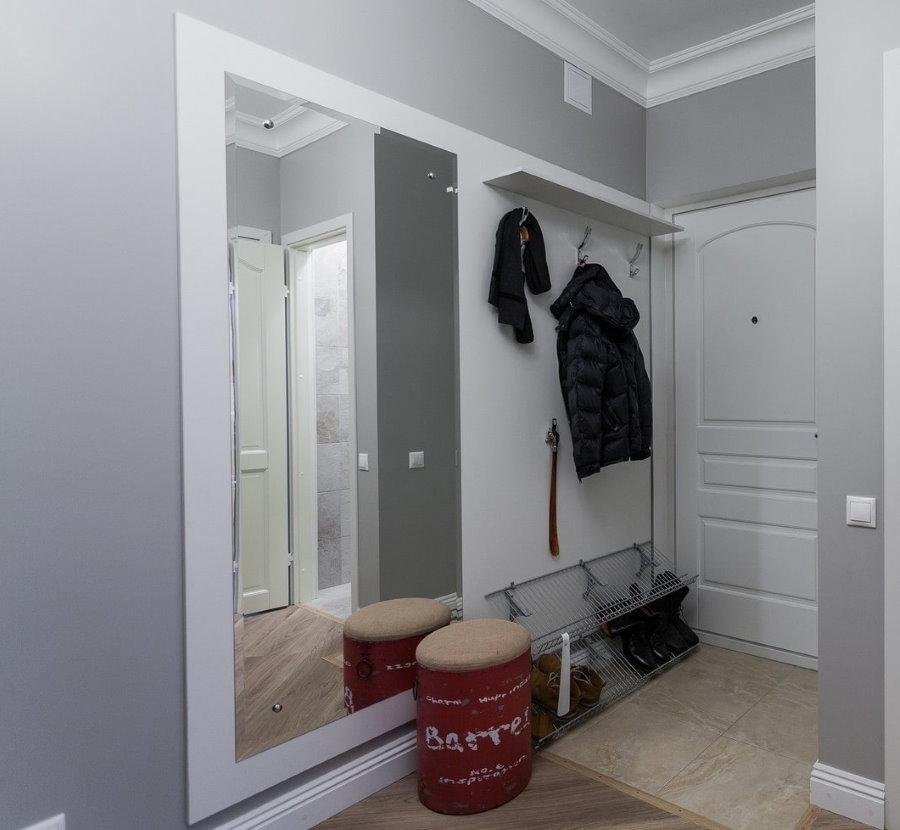 Окраска стен прихожей комнаты в серый цвет
