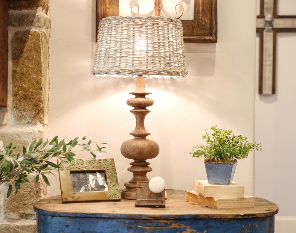 Настольная лампа в деревенском стиле