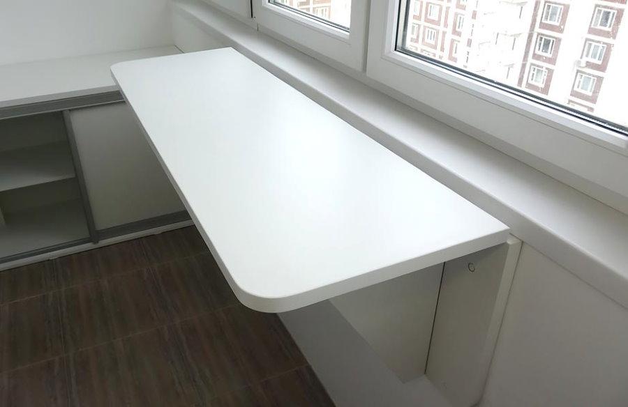 Узкий откидной столик из ламинированной ДСП