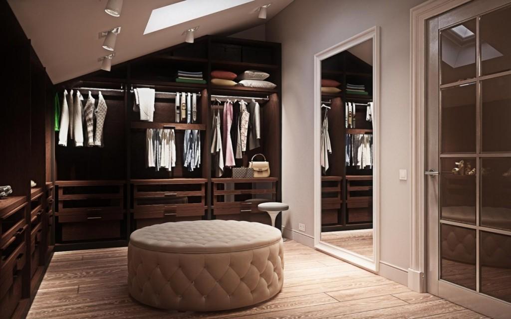 Круглый пуф в гардеробной с большим зеркалом