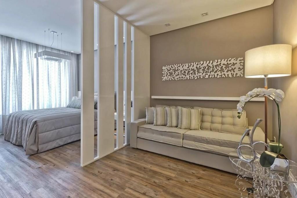 ПВХ-перегородка в спальне-гостиной современного стиля