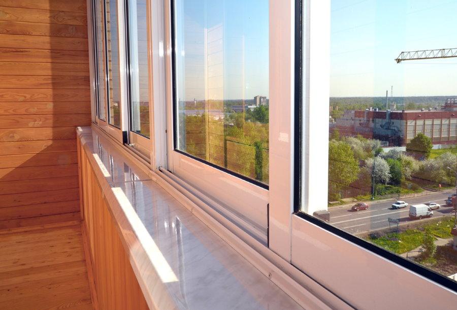 Раздвижные створки холодного остекления балкона