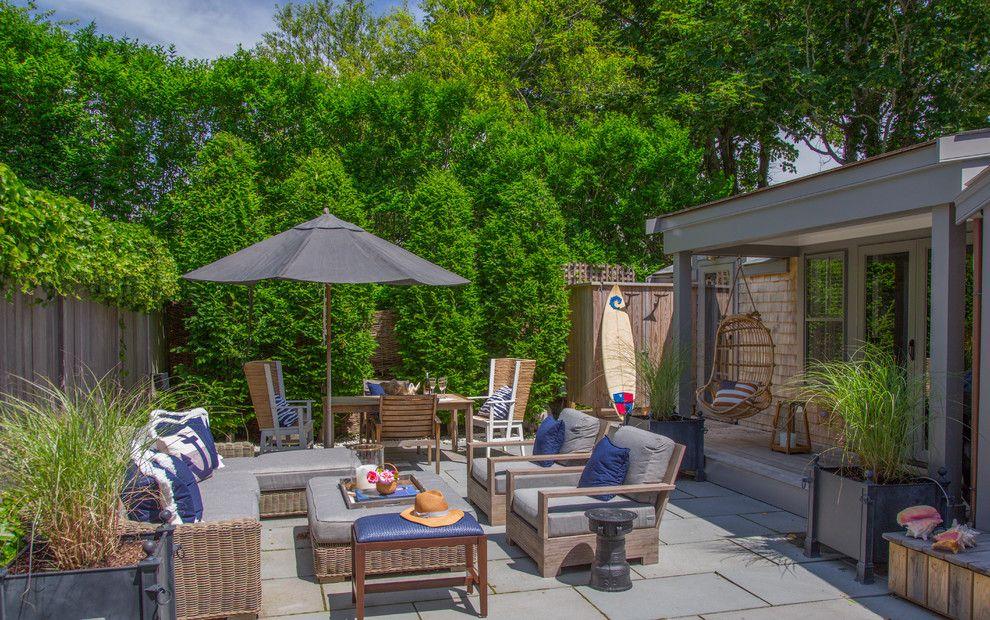 Меблировка внутреннего дворика на летний период