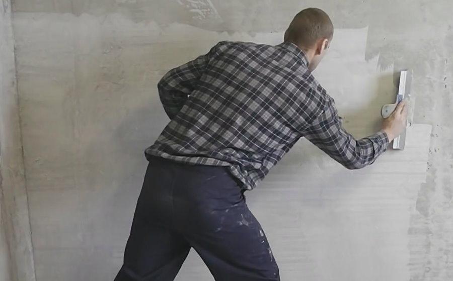 Шпаклевка стены спальни перед покраской