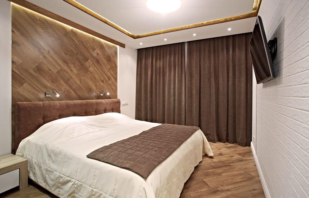 Коричневые шторы в интерьере маленькой спальни