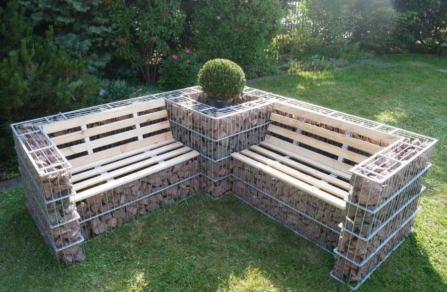 Садовая скамейка из проволочных габионов