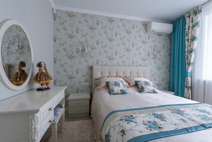 Небольшая спальня в духе французского прованса