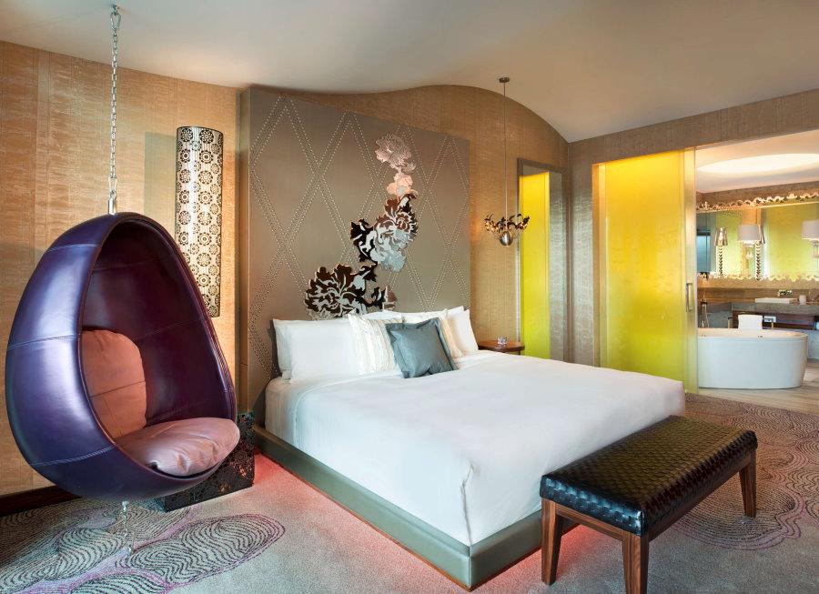 Подвесное кресло в спальной комнате стиля авангард
