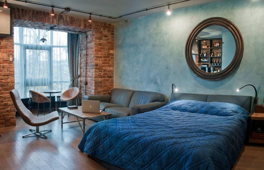 Круглое зеркало в спальне лофтной стилистики