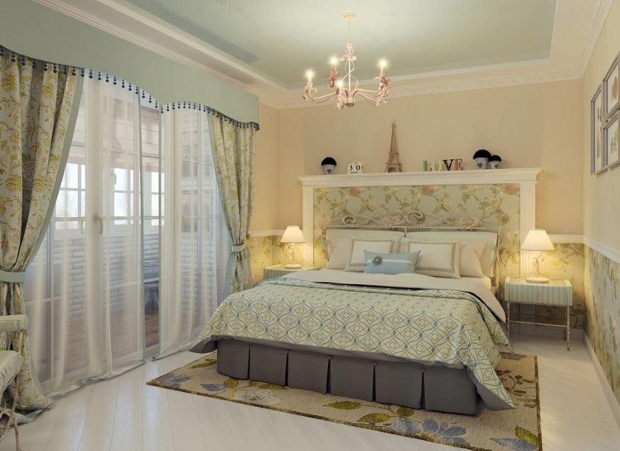 Небольшая спальня с балконом в стиле прованса