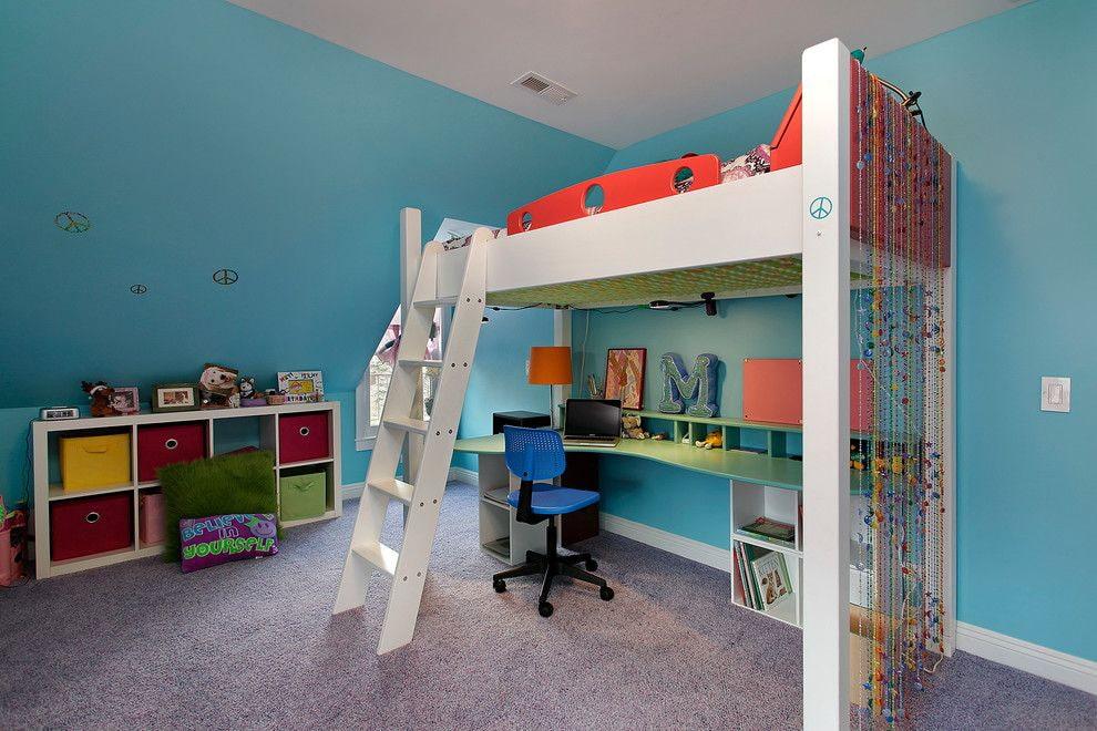 Рабочее место школьника внизу двухъярусной кровати