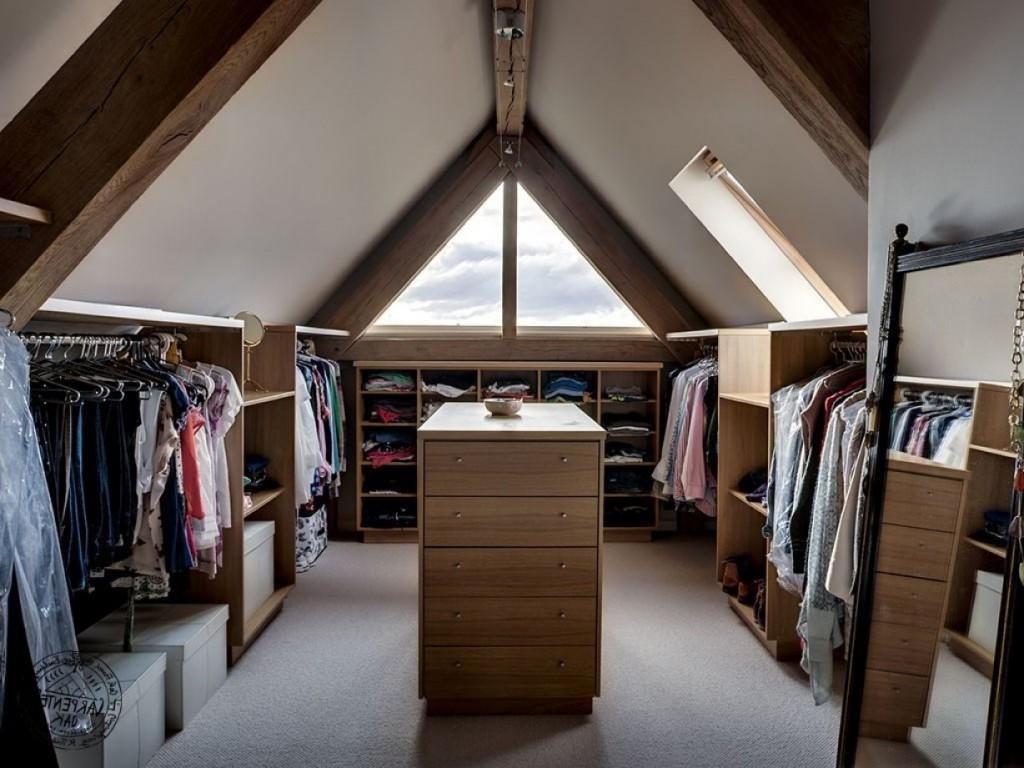 Обустройство гардеробной на утепленном чердаке