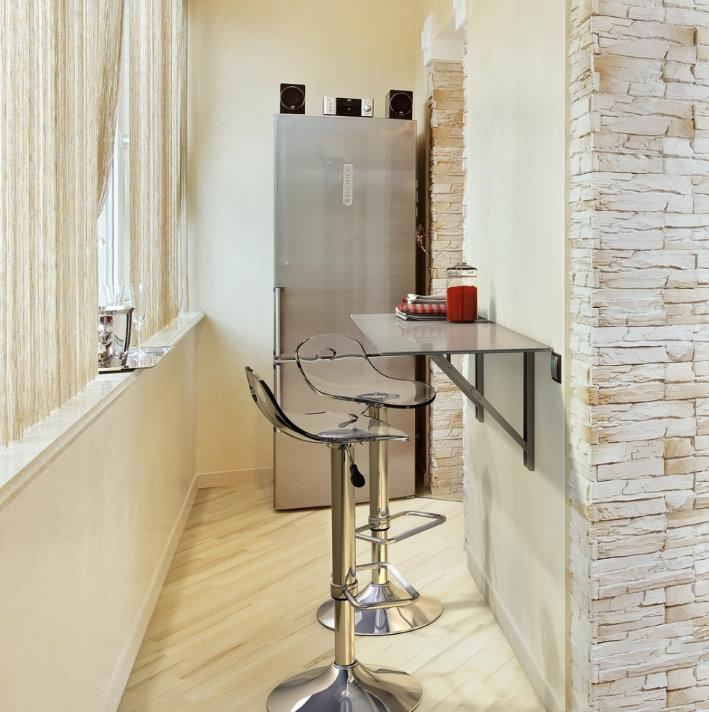 Барный столик на стене утепленной лоджии