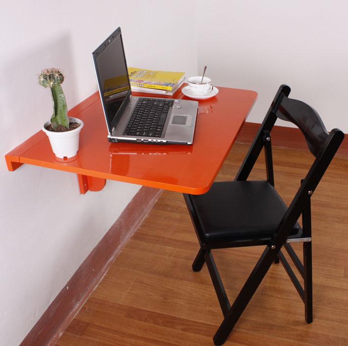 Красный подвесной столик для работы с ноутбуком на балконе