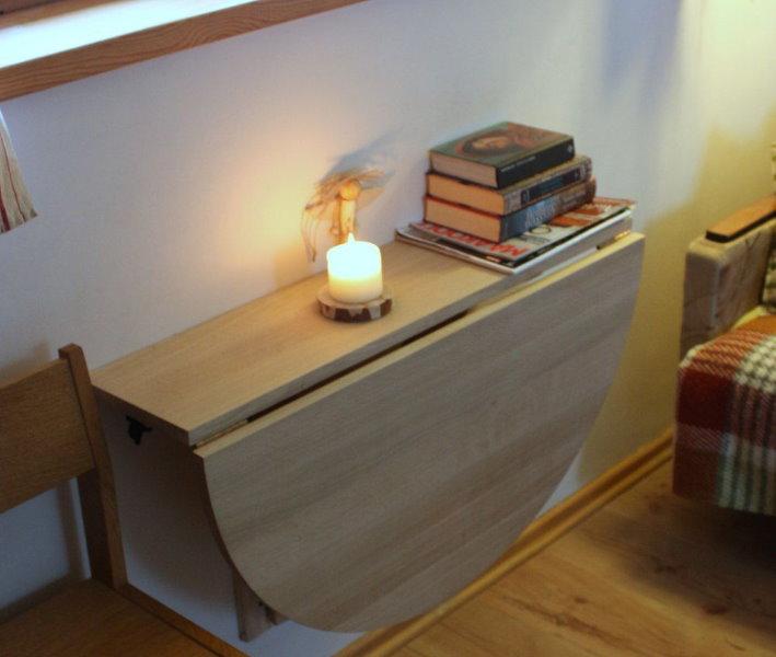Откидной столик из ДСП с раздельными столешницами