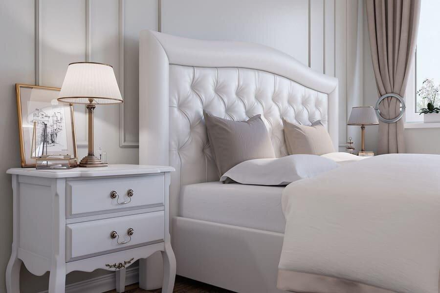 Выбор прикроватной тумбы в спальню классического стиля