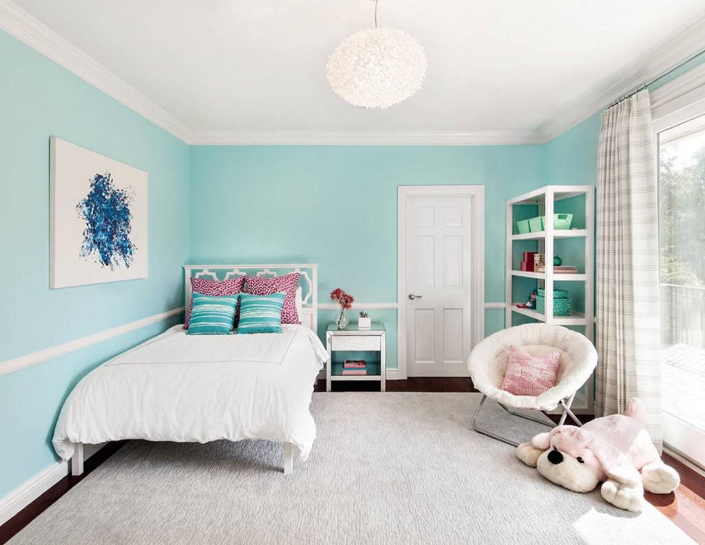 Светлый ковер на полу детской комнаты