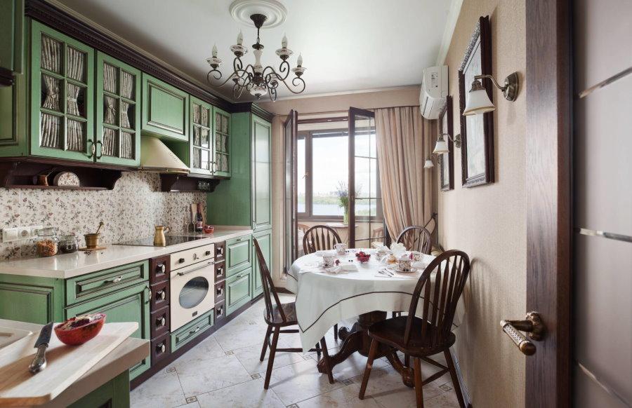 Обеденный стол на кухне в стиле прованса