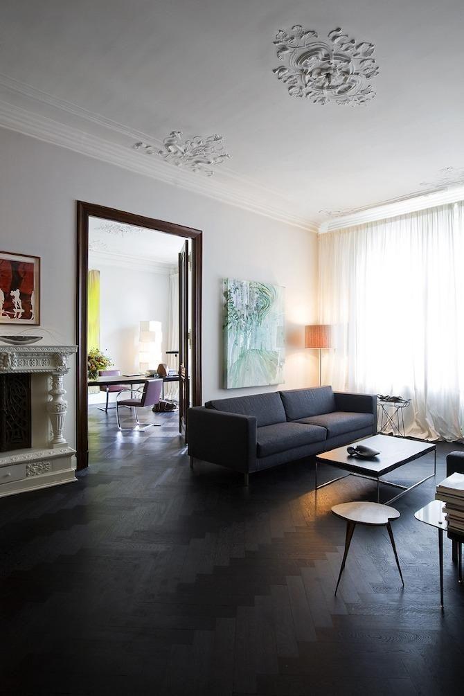 Интерьер большой гостиной в стиле неоклассика