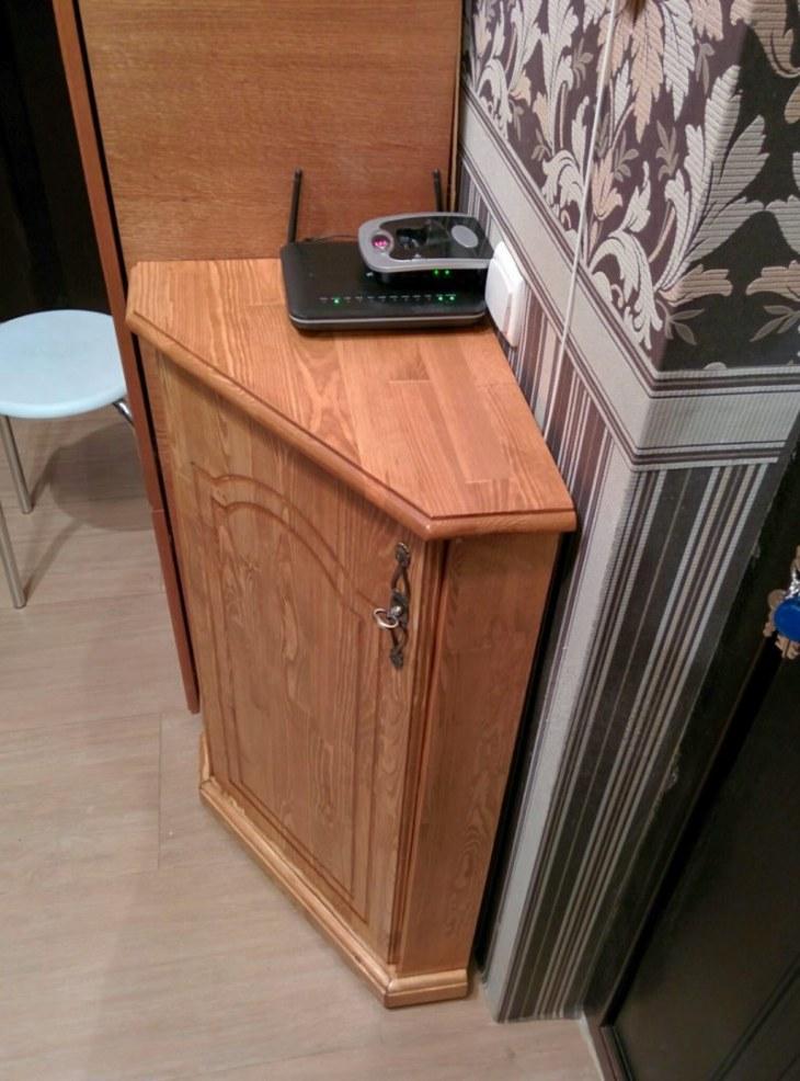 Домашний телефон на обувнице углового типа