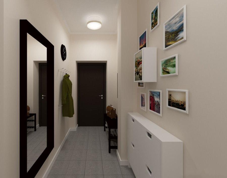 Белая узкая обувница в длинном коридоре квартиры