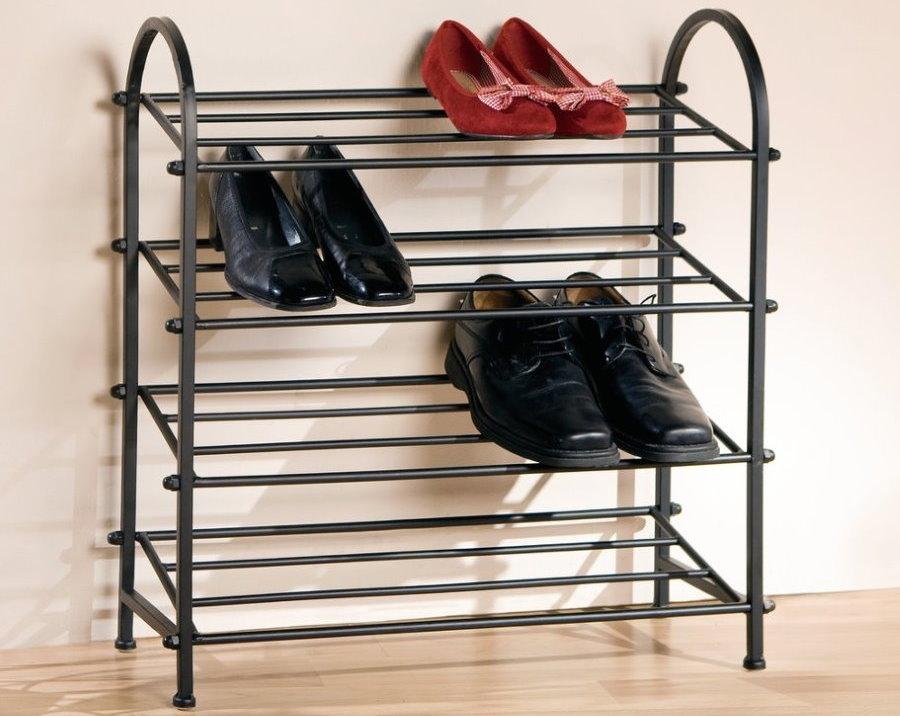 Компактная металлическая обувница для небольшой прихожей