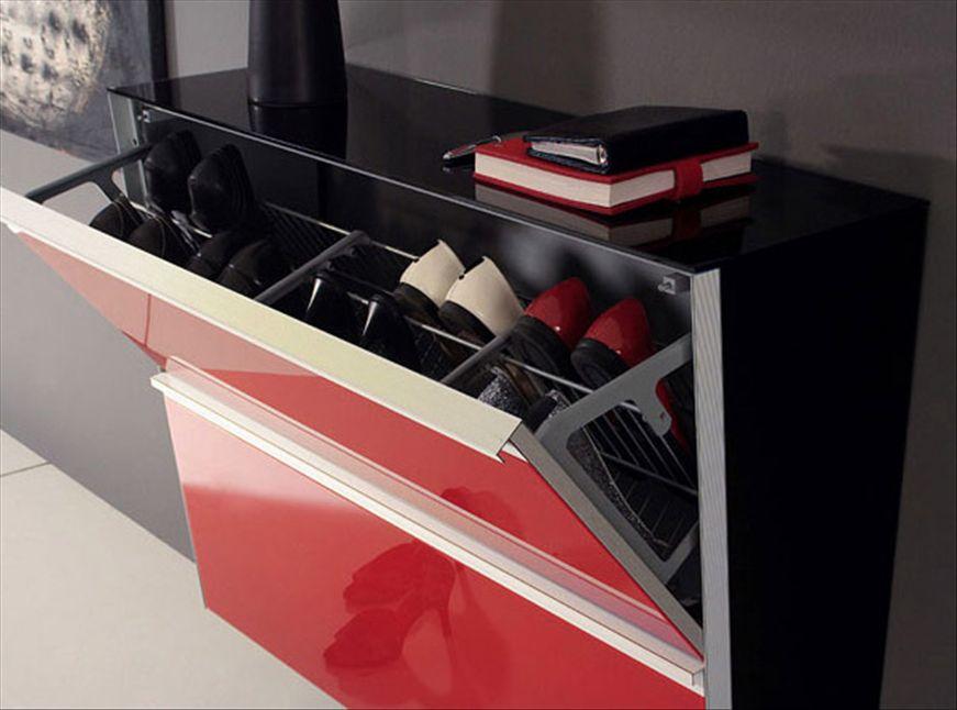 Черная обувница с дверцей красного цвета