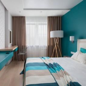 Контрастная отделка стен в современной спальне