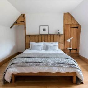 Узкая комната в сельском доме