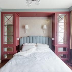 Зеркальные вставки на фасадах шкафчиков