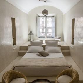 Дизайн длинной спальни в восточном стиле