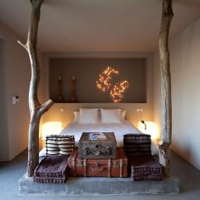 Необычный декор спальной комнаты