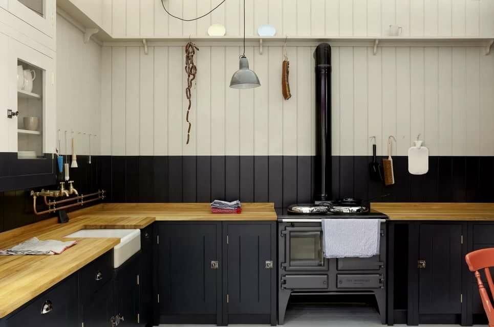 Контрастная окраска вагонки на кухне