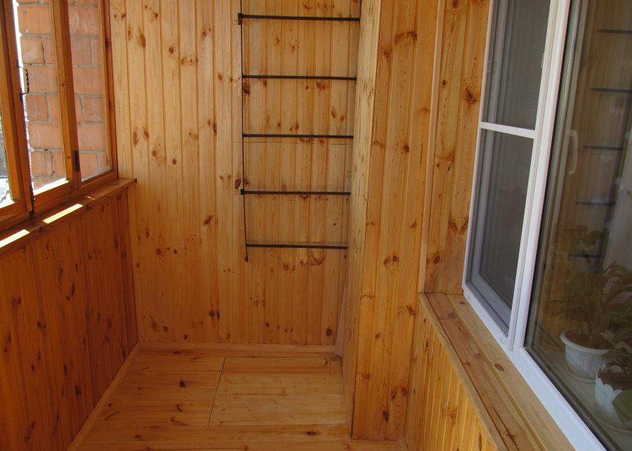 Холодная отделка вагонкой балкона в квартире