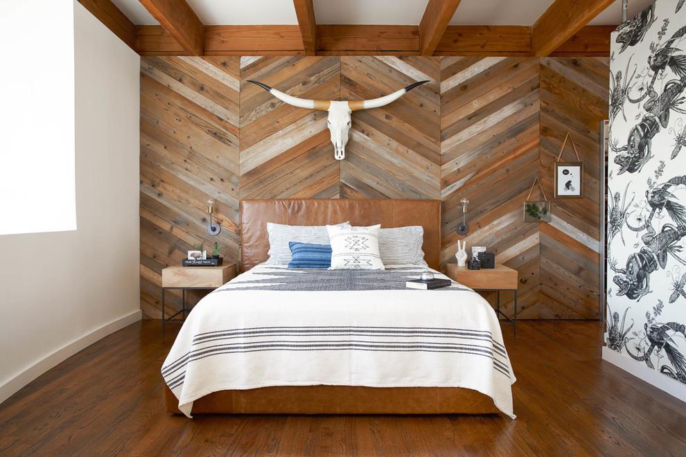 Отделка стены за кроватью деревянной вагонкой