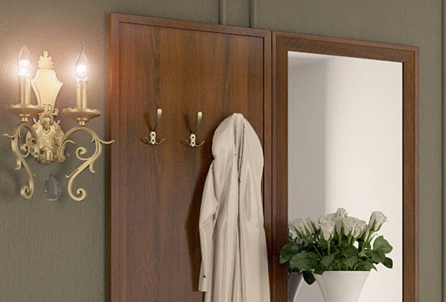 Вешалка с зеркалом в прихожей неоклассического стиля