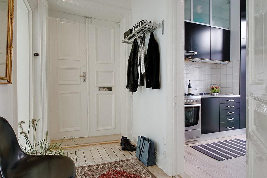 Советы по выбору настенной вешалки для прихожей комнаты