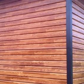 Отделка наружной стены деревенского дома пвх-сайдингом