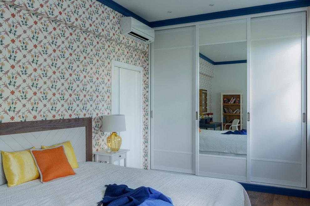 Место для платяного шкафа в маленькой спальне