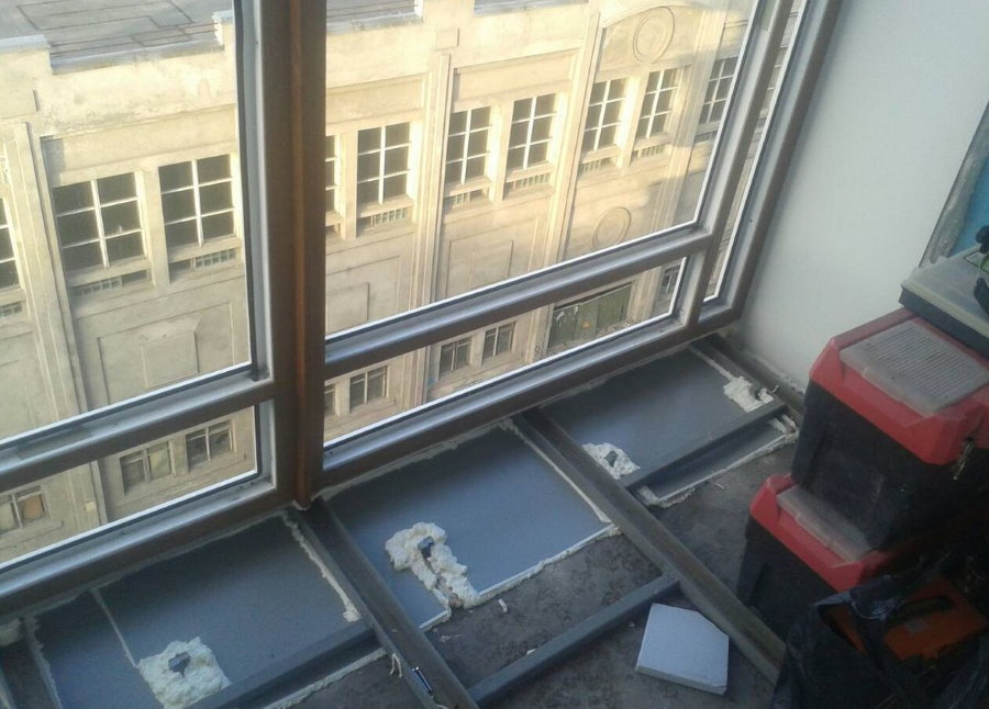 Устройство каркаса из уголков для выноса балкона по плите