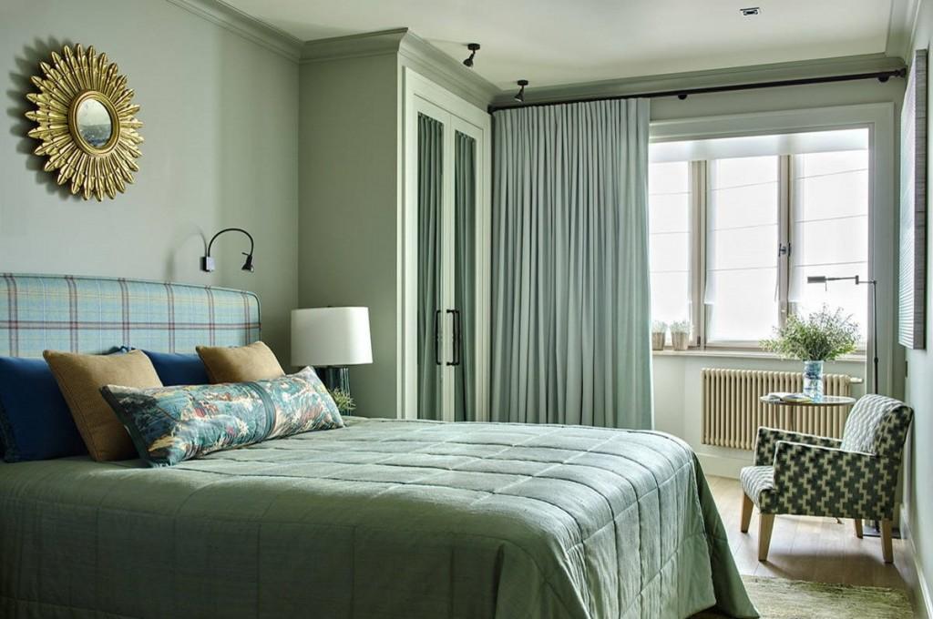Расстановка мебели в спальне с присоединенным балконом