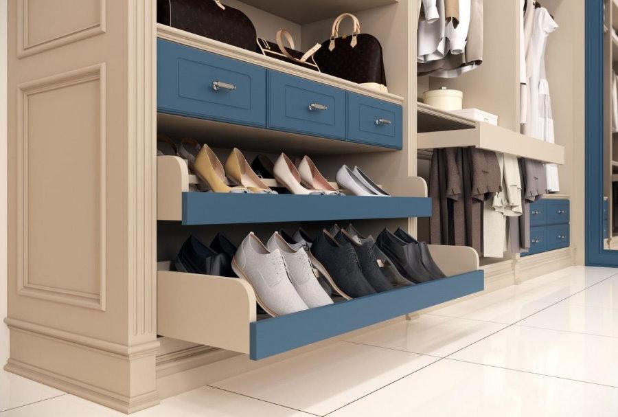 Выдвижные ящики с обувью в прихожей