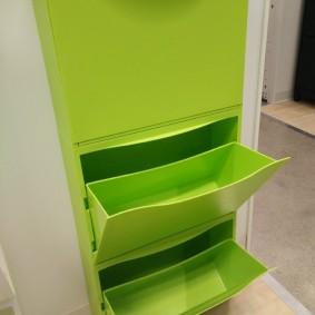 Светло-зеленая обувница из качественного пластика