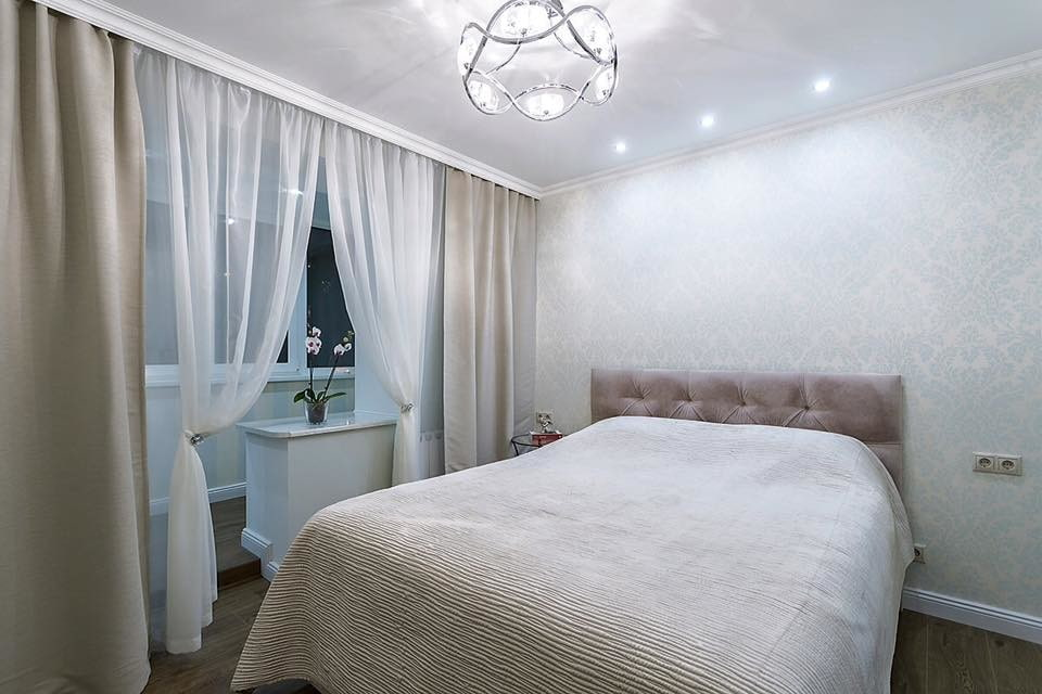 Зонирование шторами спальни с теплым балконом