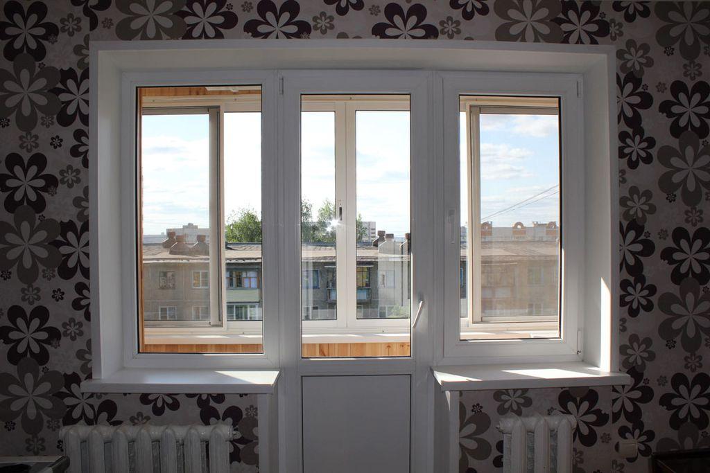 Балконный блок чебурашка с распахивающейся дверью