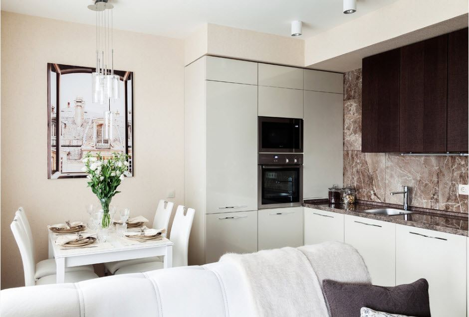 Белая встроенная кухня в современном стиле