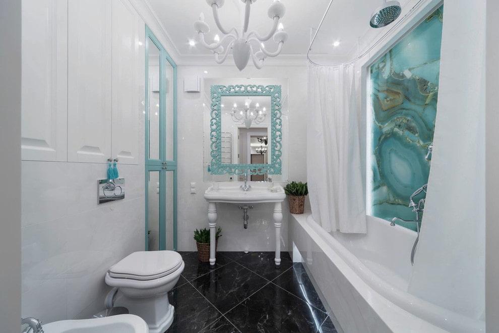 Бирюзовые акценты в интерьере светлой ванной