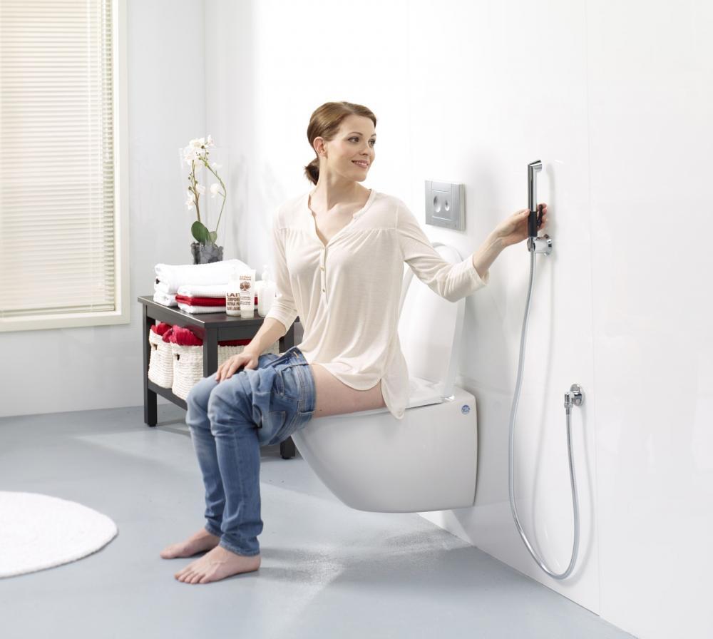 Удобный гигиенический душ с креплением на стене